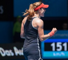 Alize Cornet claims her final round robin rubber at the Hopman Cup; Annalieise Frank/Raw Images
